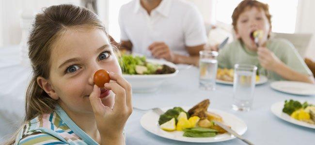 Niños cenan