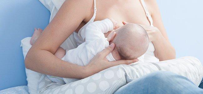 10 posiciones para dar el pecho al bebé
