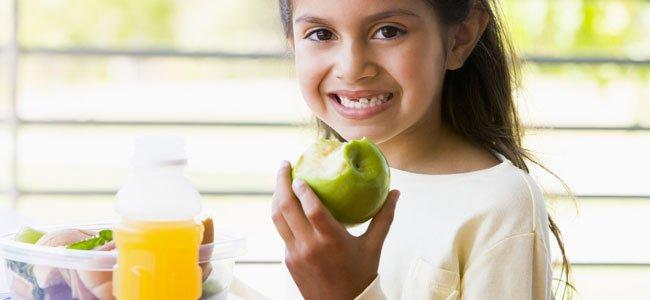 Fruta o zumo natural para los niños
