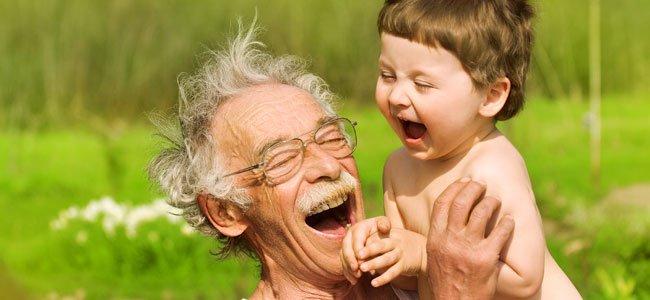 Por qué los abuelos son tan cariñosos