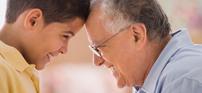 Abuelos que cuidan a sus nietos