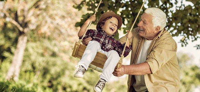 Abuelos que cuidan a sus nietos tienen mejor salud mental