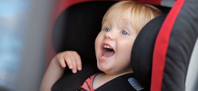 Bebé en sillita coche