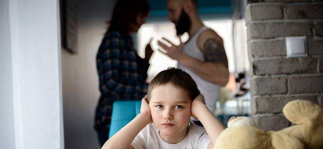 Consecuencias de hablar todo delante de los hijos
