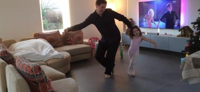 padre e hija bailan