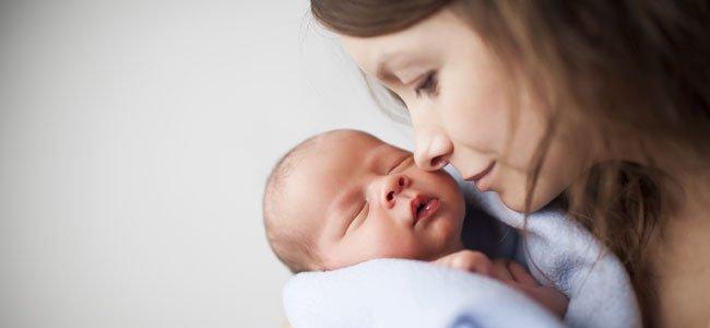 Los bebés no se malacostumbran a los brazos