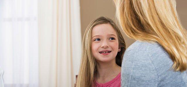 Madre habla con hija