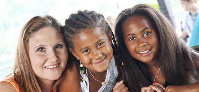 Hermanas negras con madre blanca