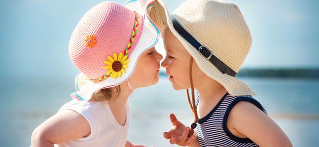 Las razones por las que nacen más niñas que niños