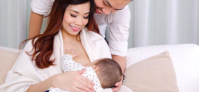 Cómo dar el pecho al bebé adoptado