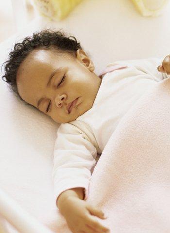Sue o infantil cu nto debe dormir un ni o o un beb - Cuanto debe pesar un bebe de 4 meses ...