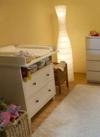 Color amarillo en la habitación del bebé