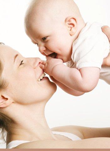 Brazos de mamá o dependencia del bebé