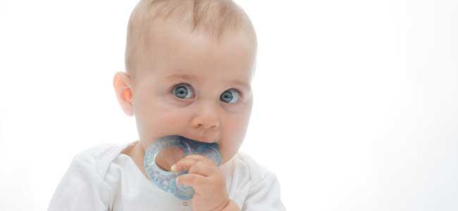 Las molestias de los primeros dientes del bebé