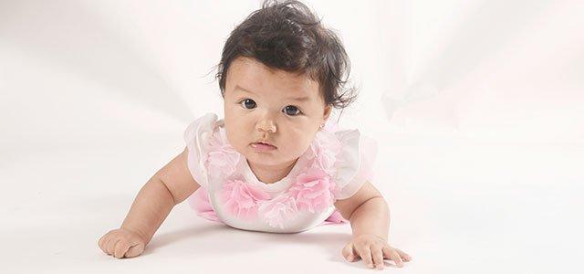 Bebé latina gatea
