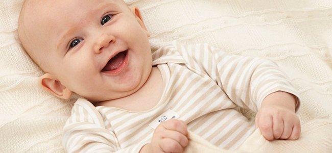 Crecimiento de un bebé de tres meses de vida