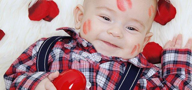 Bebé con besos