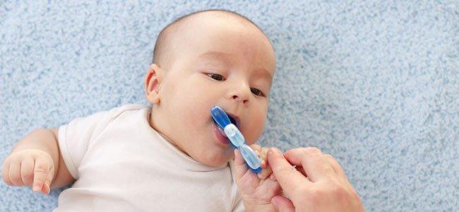 El peligro de los geles de dentición para el bebé