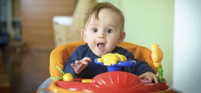 Por qué los bebés no deben usar andador