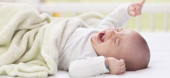 bebé recién nacido llorando