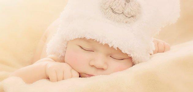 Bebé niña duerme