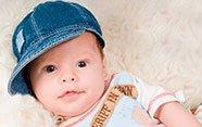 Bebé con gorra