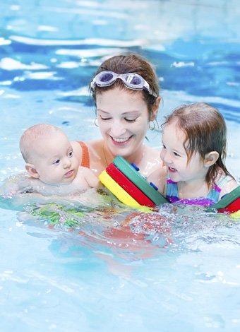 En la piscina extrema la vigilancia de los ni os for Piscina p bebe