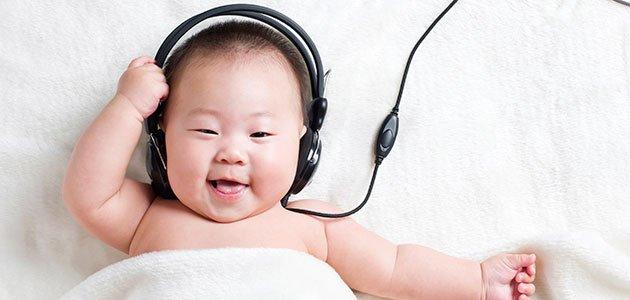 Bebé con cascos