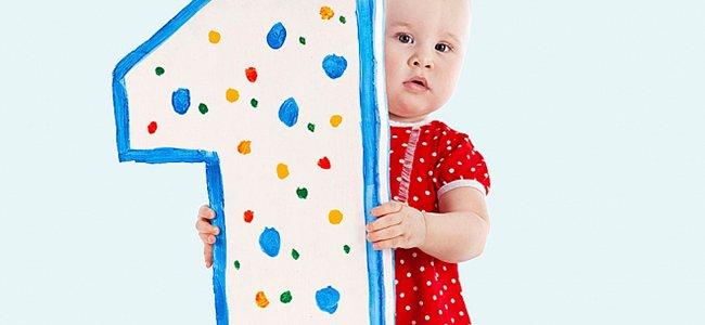 Desarrollo y crecimiento de un bebé de un año de edad