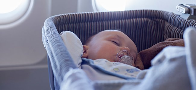Bebé nace en un avión