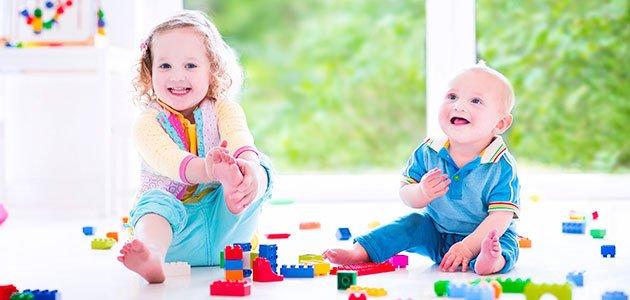 Niños juegan