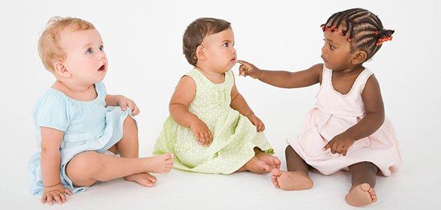 Bebés de distinta raza