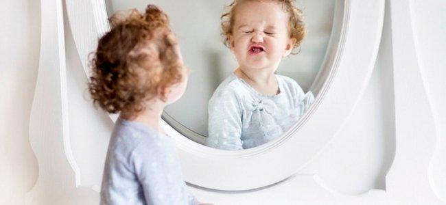 Beneficios de jugar con el beb frente al espejo for Espejo para mirar bebe auto