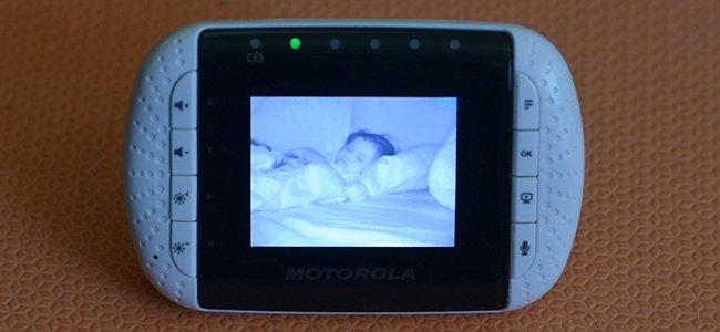 El peligro de las cámaras de videovigilancia para bebés