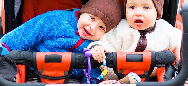 Elegir el carrito para tus bebés gemelos