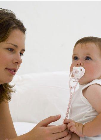 El chupete y el desarrollo del habla en el bebé