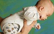 Posiciones para sacar los gases al bebé