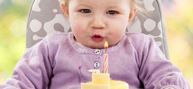 El primer cumpleaños feliz del bebé