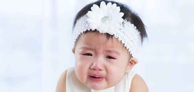 El peligro del mal uso de diademas y cintas en los bebés