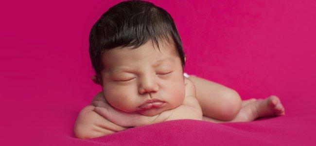 Lanugo en la piel del recién nacido