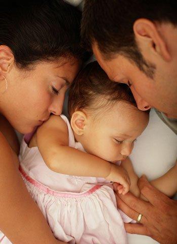 Quién se despierta antes por el llanto de su bebé?