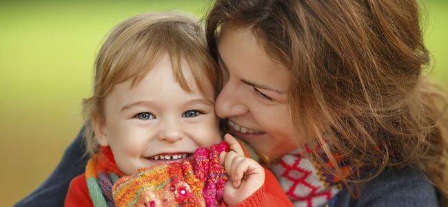 Madre con niña de 2 años