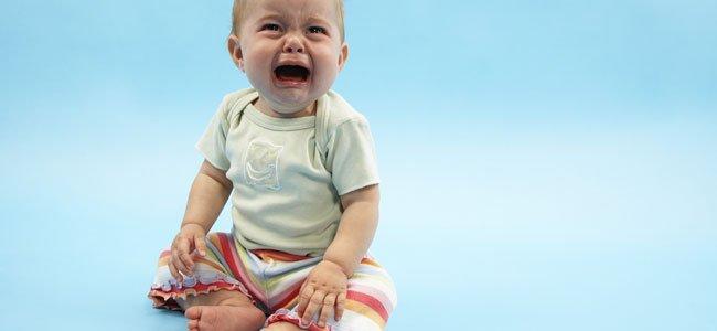 Bebé llora por la ausencia de su madre