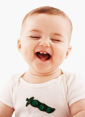 bebé se rie