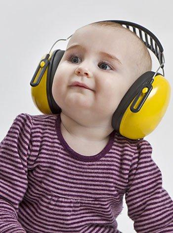 Bebé o niño sordo