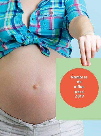 Embarazada mira nombres