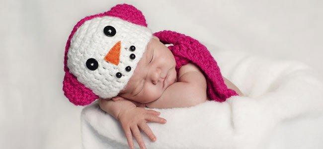 Bebé niña recién nacida
