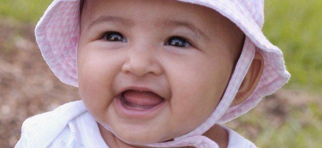 Bebé niña latina