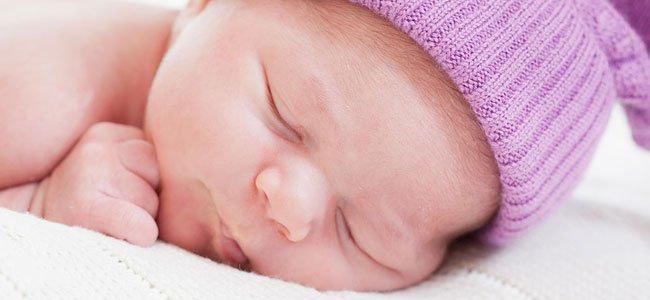 Recién nacida duerme
