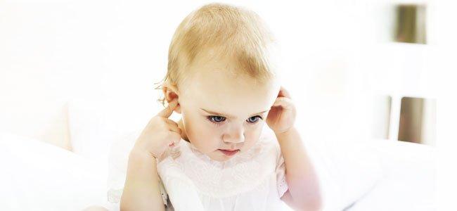 Bebé escucha